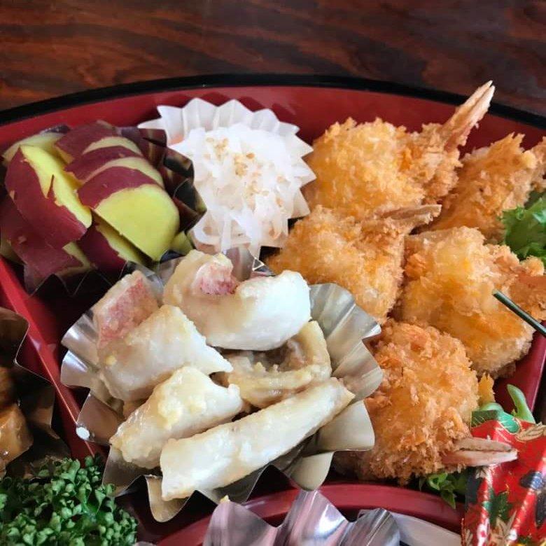 梅の花鉢盛カニクリームコロッケとお魚