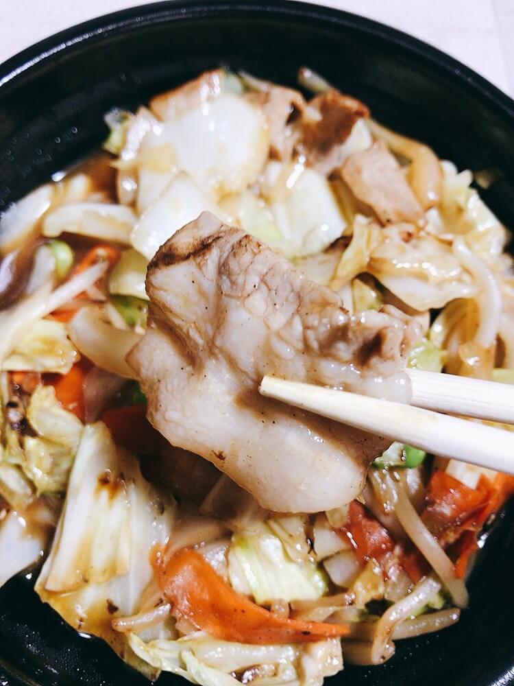 野菜炒め弁当の豚肉